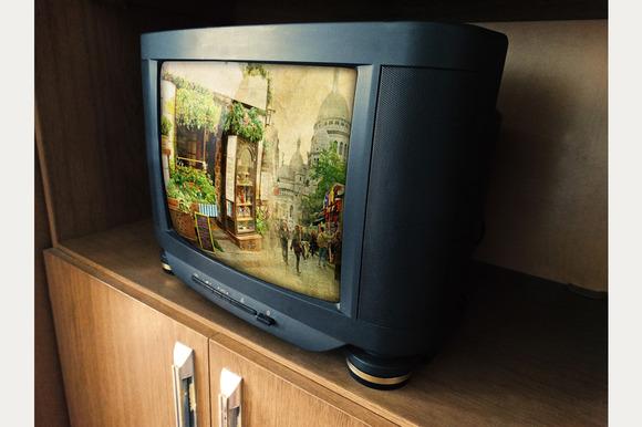 6 PhotoRealistic Vintage Tv Mock Up