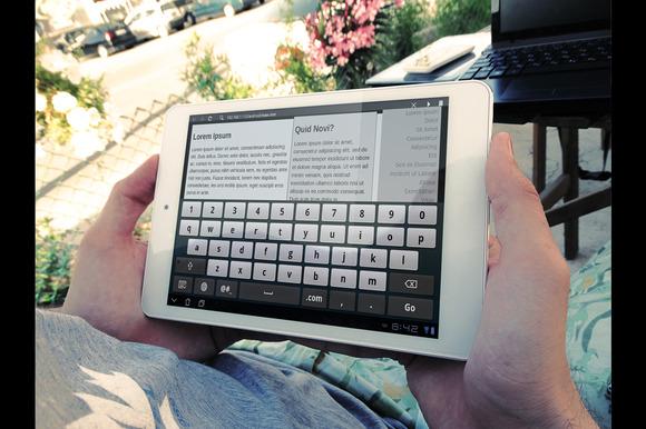5 Photorealistic White Tablet MockUp