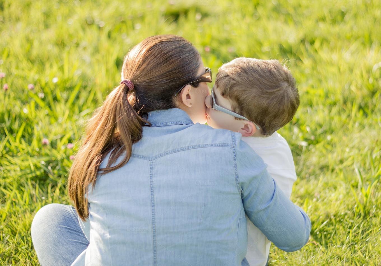Сын целуется с мамой 28 фотография