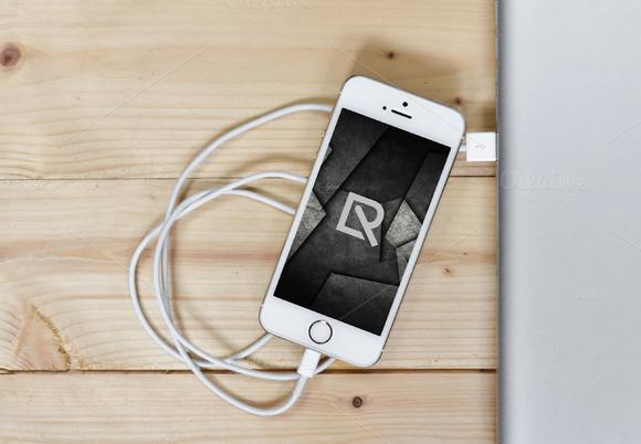 IPhone Display Mock-up 3 Relineo