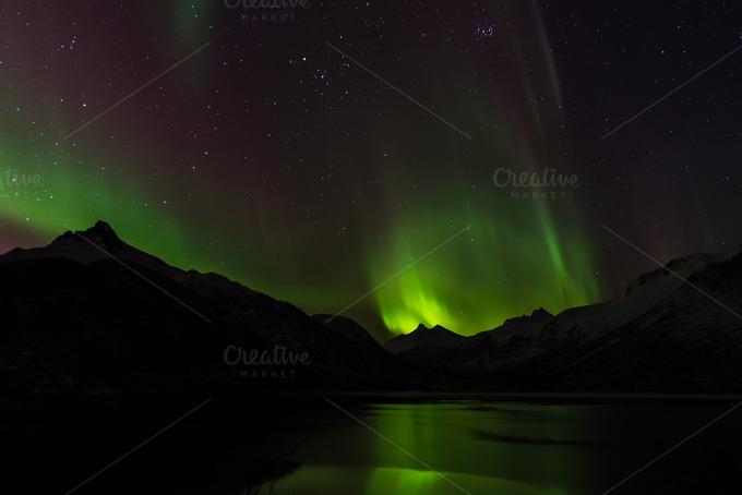 Northern Lights Over Lake Amp Mountain Nature Photos On