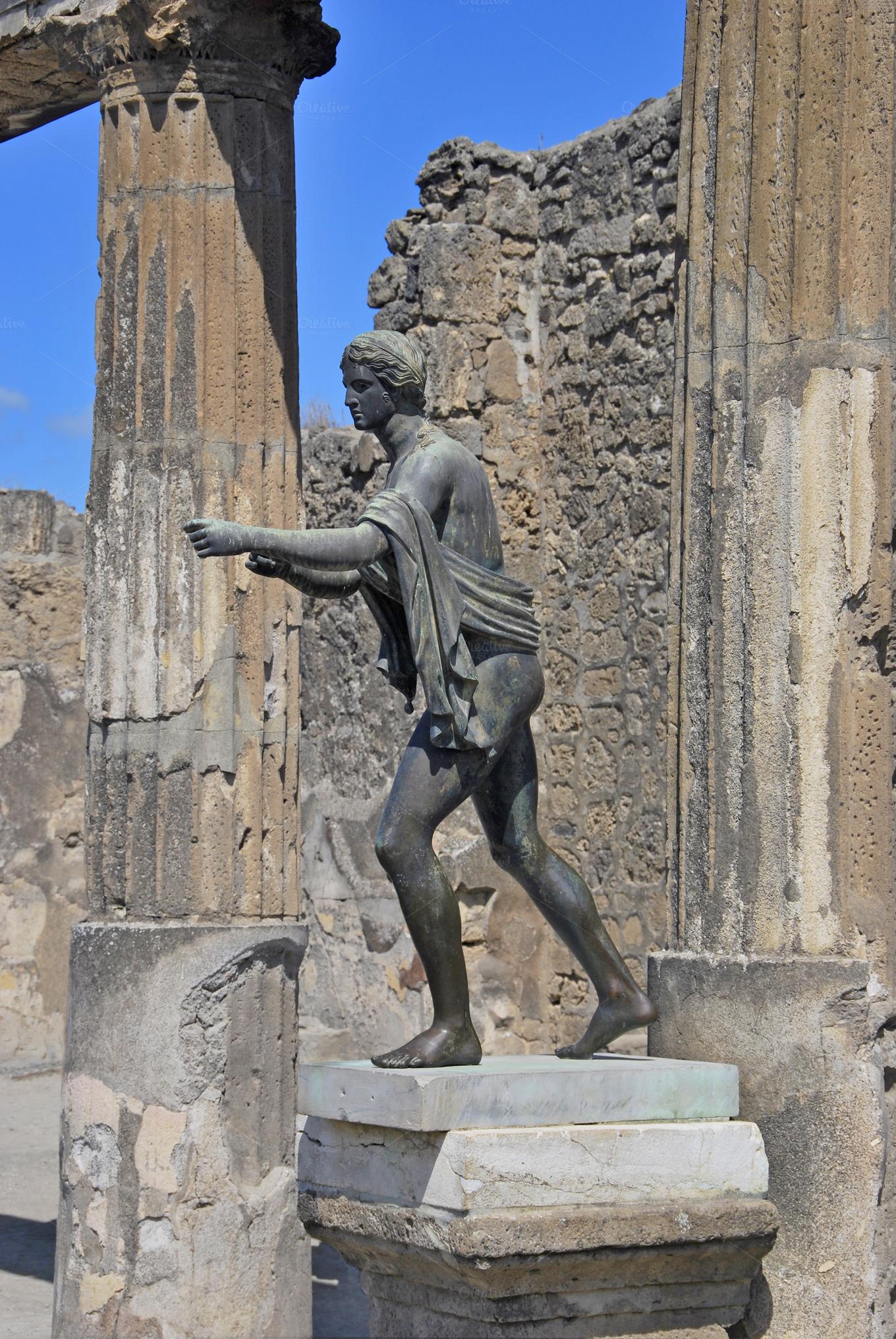 statue of apollo  pompeii  italy