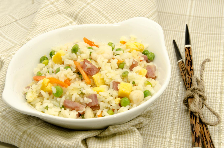 Arroz tres delicias food drink photos on creative market for Cocinar arroz 3 delicias