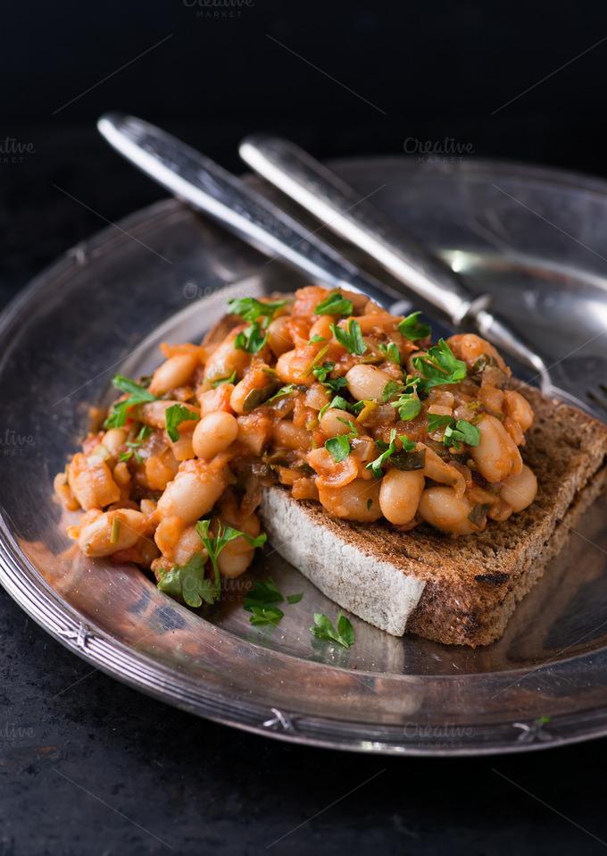 White Beans in Tomato Sauce on