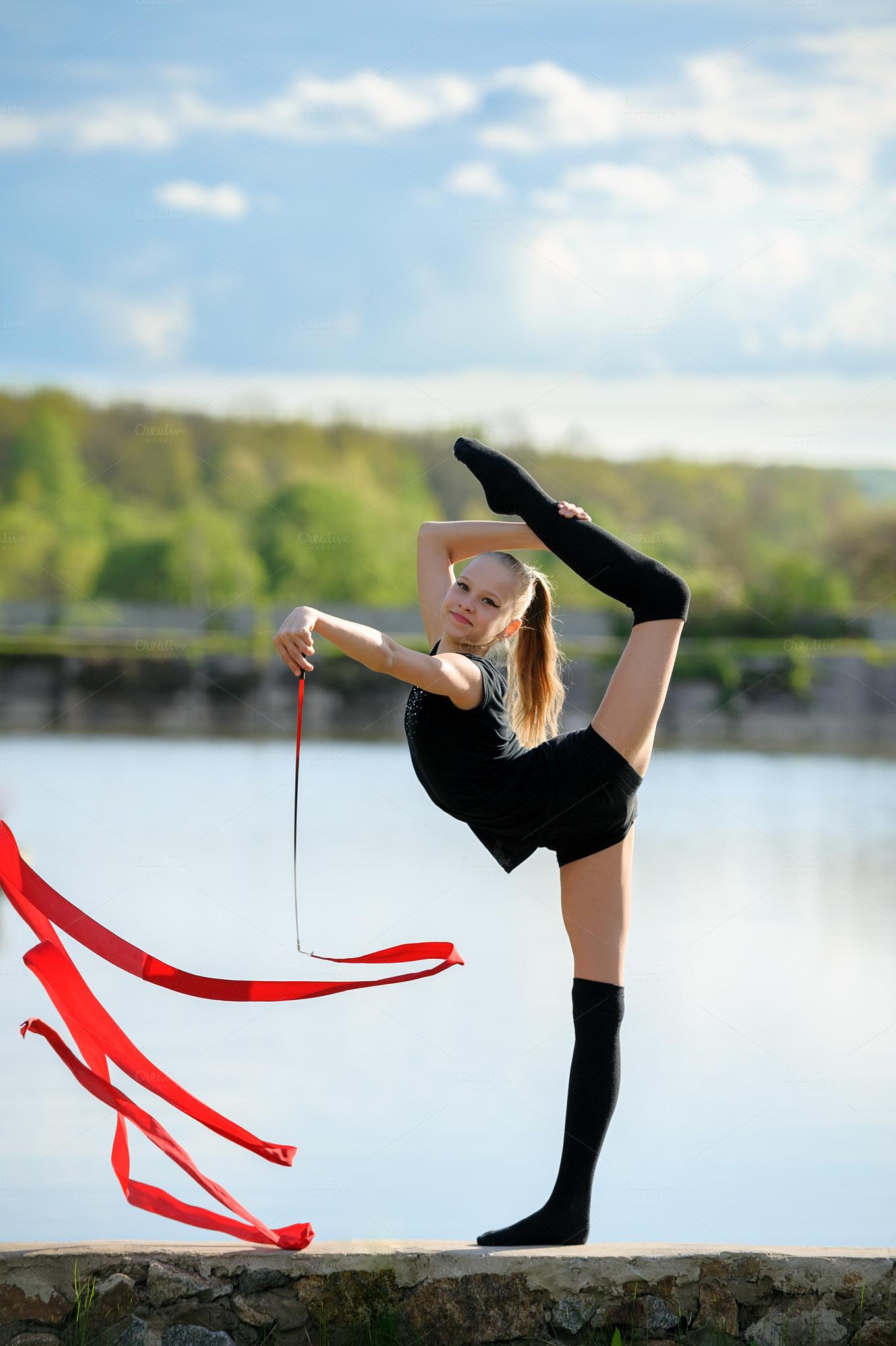 rhythmic gymnast in vertical split