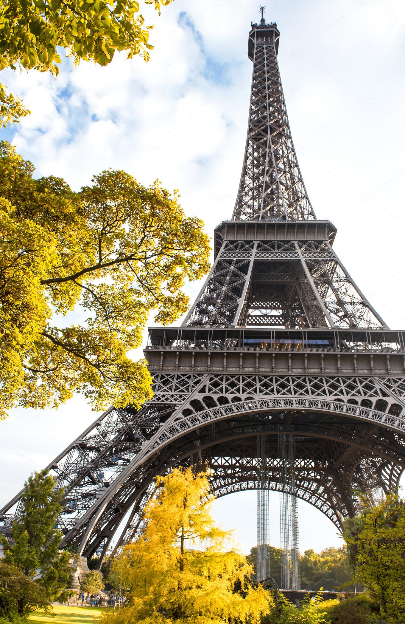 eiffel tower paris in autumn