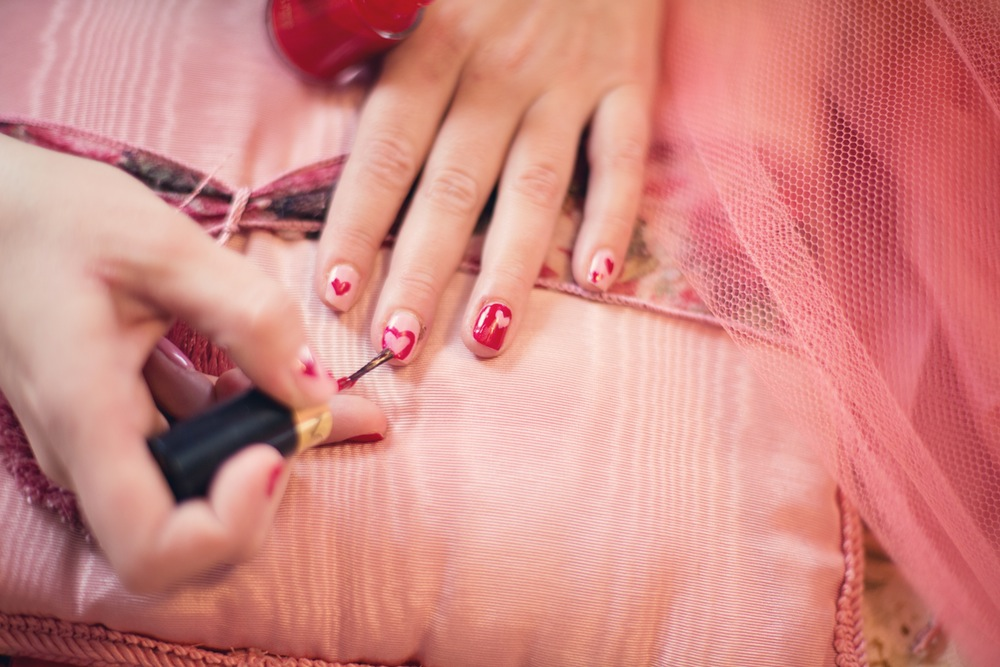 Learn how to do nail art