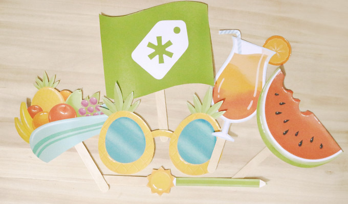 Free Download: DIY Summer Photo Booth Props
